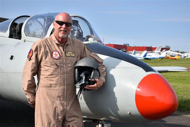 INTERVIEW AVEC M. MIKE BOURGET, PILOTE CHEVRONNÉ D'UN L-29 DELFIN